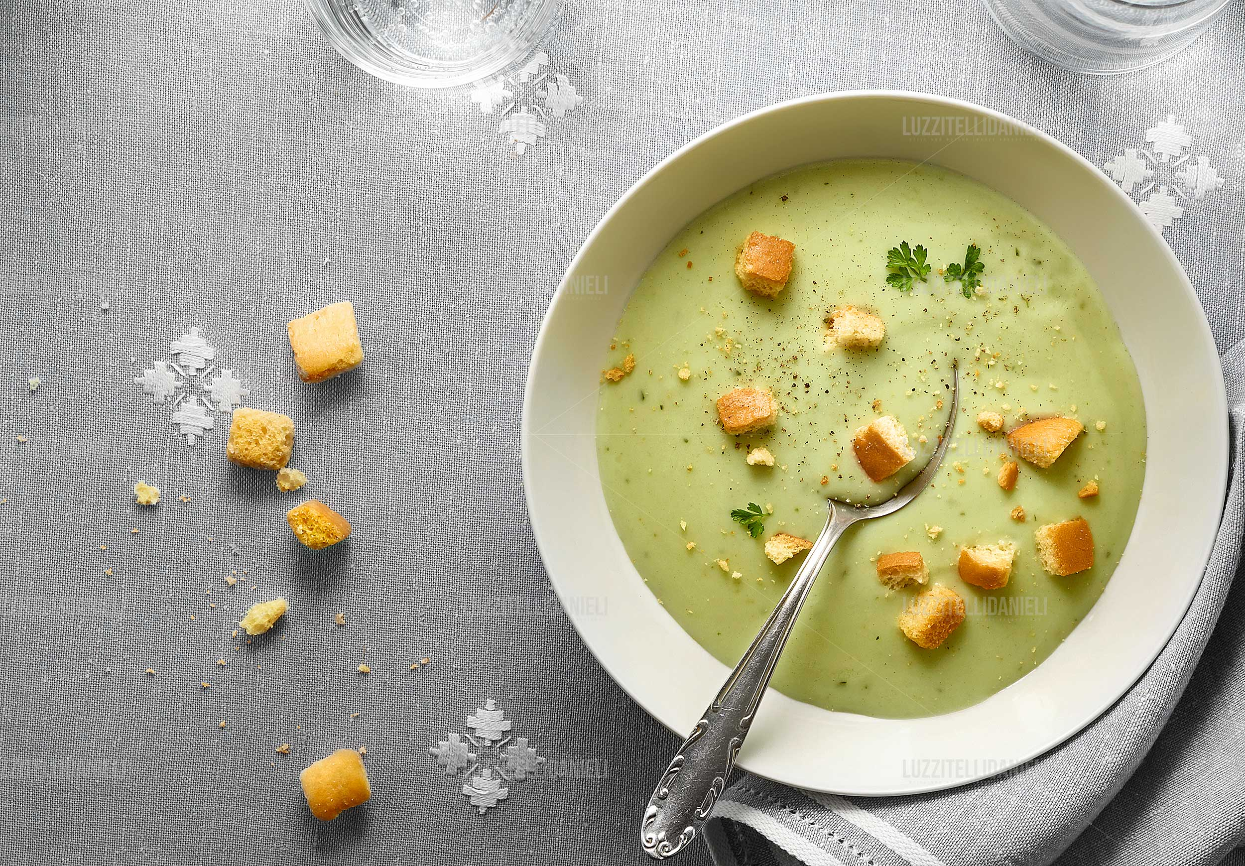 vellutata con crostini - vegetable soup with croutons